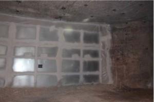 第7パネル第7処分室の入り口を密封する鋼製バルクヘッド