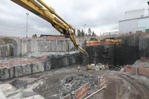 キャニスタ封入施設建設のための岩盤掘削作業の様子(写真:Posiva Oy)
